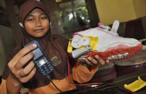 Mantaps! Pelajar SMP Ciptakan Battery Charger Menggunakan Sepatu, Raih Emas di Taiwan